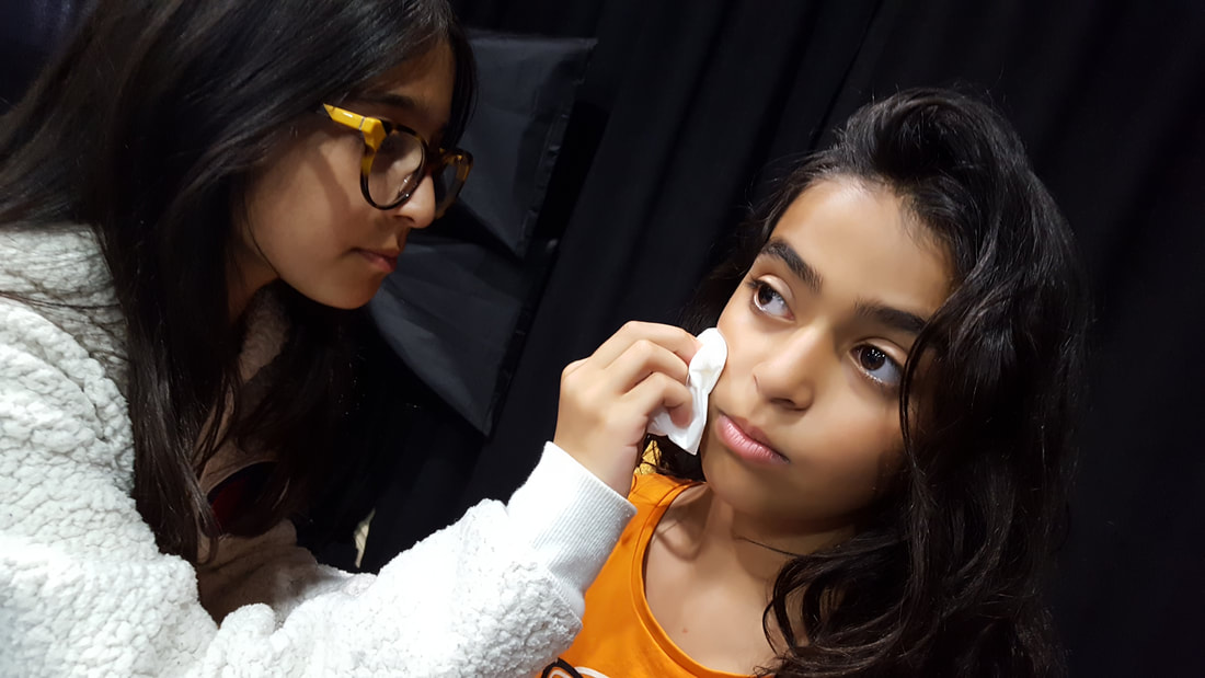 Kids learning make-up at Thornhill Acting Studio
